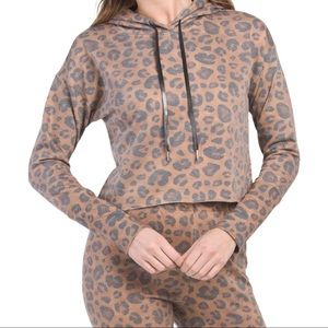 NWT! AR-33 Leopard Print Cropped Hoodie Size Large